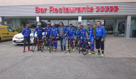Sergi Escobar, amb l'equip Sapura Cycling de Malàisia, en una imatge recent a Lleida.