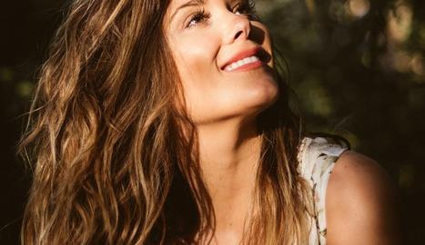 Lorena fitxa per Universal i prepara nou àlbum
