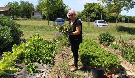 gemma. La Gemma Montagut, al seu hort de Rufea, que té 200 metres quadrats.
