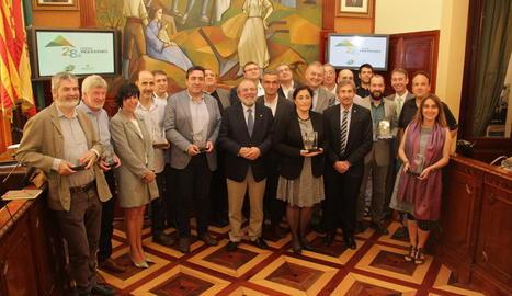 Foto de grup dels premiats ahir a la Diputació moments després de l'entrega de guardons.