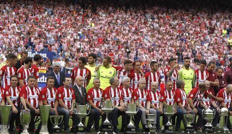L'estadi blanc-i-vermell va tancar ahir la seua etapa amb un sentit homenatge a la història.