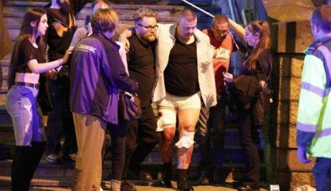 Diversos ferits evacuats del Manchester Arena.
