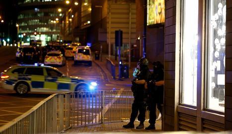 L'exterior del Manchester Arena protegit per policies.