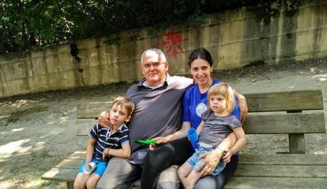 Quim Reverter, amb la seua dona i els seus dos fills, Pau i Maria.