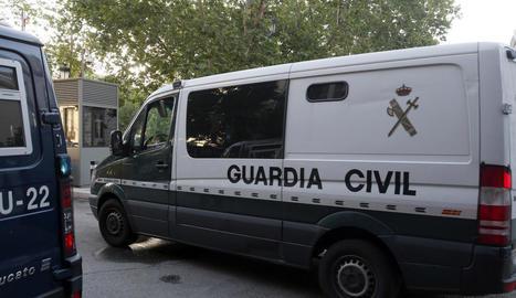 El furgó que va traslladar l'expresident del FC Barcelona Sandro Rosell a l'Audiència Nacional.