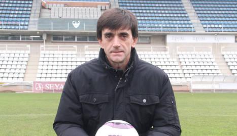 En l'etapa al Tàrrega va coincidir amb Joan Capdevila, drets, segon i tercer per l'esquerra. Jugadors del Balaguer el mantegen el 2004 a l'aconseguir l'ascens a Tercera.