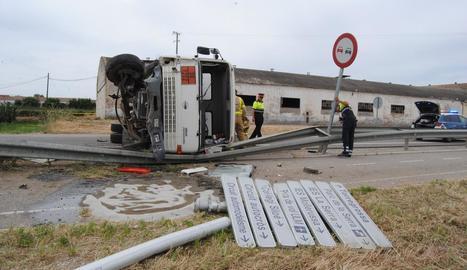 L'accident es va produir a les 11.25 hores a la carretera que va a Miralcamp.