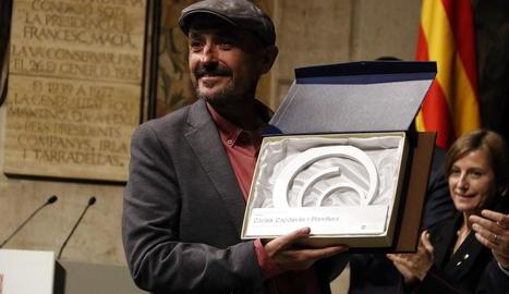 Carles Capdevila recollint el Premi Nacional de Comunicació.