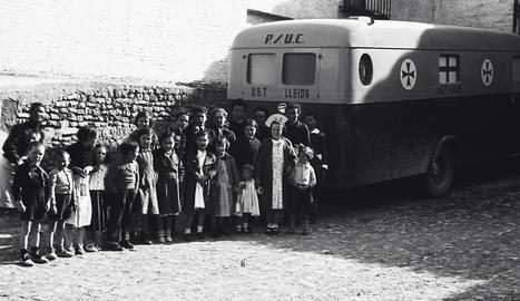 al front. Detall d'una fotografia de soldats republicans a punt per viatjar al front d'Aragó.
