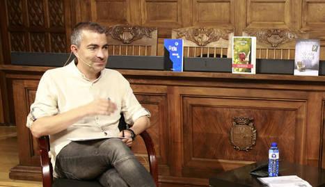 L'escriptor lleidatà Llorenç Capdevila va conversar amb Isabel-Clara Simó a la cita final del festival.