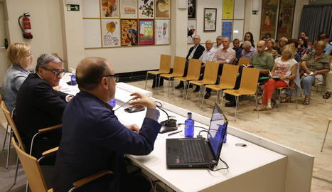 Fina, Ros i Parra van presentar el projecte als agents i les entitats culturals de la ciutat.