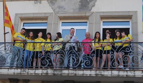 Vila-sana homenatja les seues campiones
