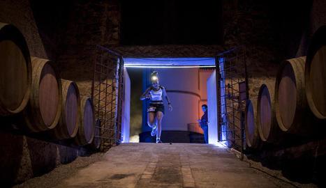 Part del recorregut de la prova nocturna discorria per l'interior dels cellers del Castell del Remei.