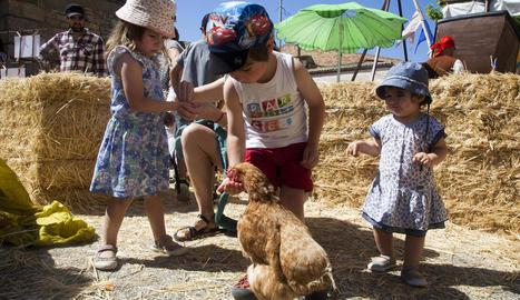 El periodista radiofònic Jordi Basté va rebre el Premi Parell d'Ous de Plata, en una jornada en la qual els més petits van gaudir del contacte directe amb les gallines.