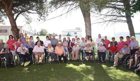 Imatge dels participants en la trobada intergeneracional que va tenir lloc ahir a la tarda.