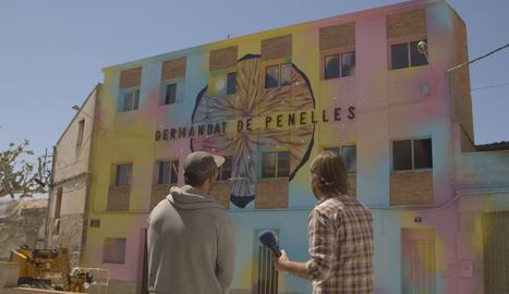 'El foraster' descobreix els murals i grafitis de Penelles