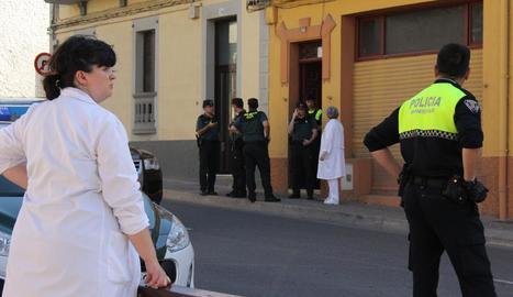 Agents policials a la zona dimarts poc després del crim.
