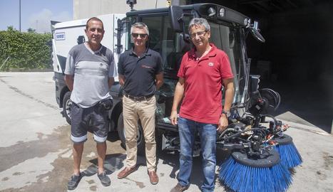 Màquina de neteja ■ Guissona ha adquirit una nova màquina de neteja de la via pública. El vehicle ha costat 110.000 euros i s'ha adquirit a través de la central de compres de l'Associació Catalana de Municipis (ACM).