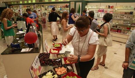 Moltes botigues van oferir menjar, beguda i descomptes.
