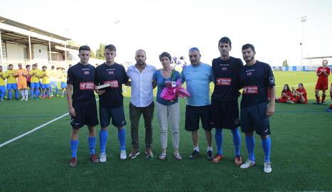 Els fills i l'esposa d'Emili Vicente van rebre l'homenatge de l'organització i del Lleida.