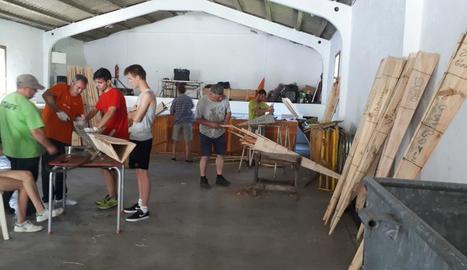 El taller per a l'elaboració de falles a Vilaller.