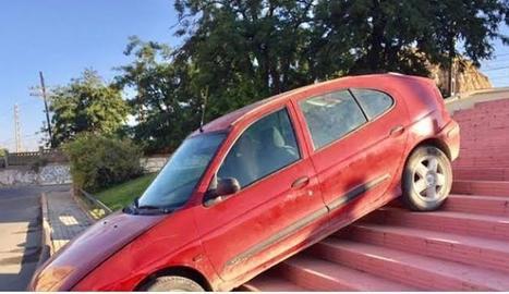 Imatge del vehicle en les escales.