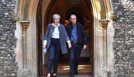 La primera ministra britànica, Theresa May, amb el seu marit Phillip.