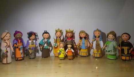 Els dotze gegants de Lleida formen part de la col·lecció de fofuchas que en Pol va exposar a la Sala Sunka de Lleida.