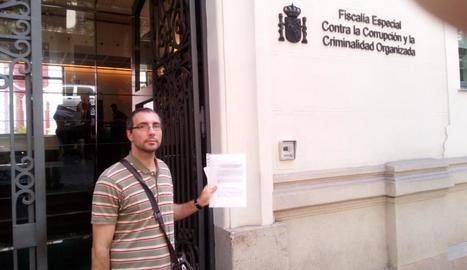 El regidor del Comú Carlos González, ahir davant de la Fiscalia.