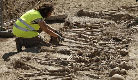 Imágenes de la fosa exhumada en Figuerola d'Orcau