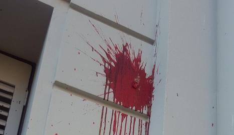 Una de les pintades que han aparegut a la seu del PSC de Lleida