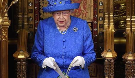 Una reina amb bandera