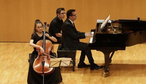 Laia Terré al violoncel i Ramon Andreu al piano, a l'Auditori.