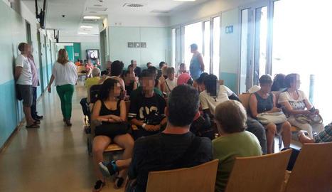 La sala d'espera d'Urgències de l'Arnau, ahir a primera hora de la tarda.