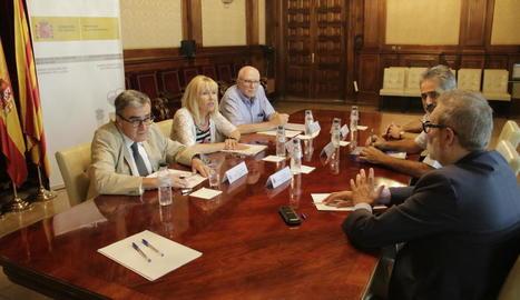 Ros, Manso i Larrosa, amb representants de la CHE.