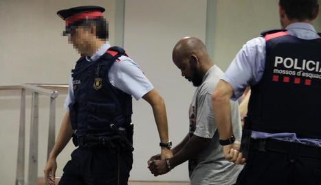 L'acusat d'homicidi ahir a l'Audiència de Lleida després de la lectura del veredicte del jurat.