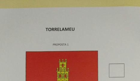 La papereta amb les dos opcions per a la bandera de Torrelameu.