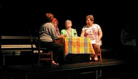 Un moment de l'obra '2 pedres' al Teatre de l'Escorxador.