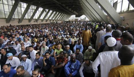 El Palau de Vidre va estar així de ple durant el rés conjunt del final del ramadà, ahir poc després de les vuit del matí.