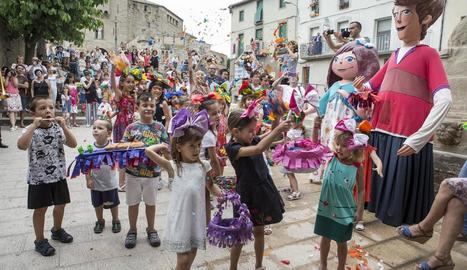 Els nens van ser els protagonistes de l'Enramada de Corpus a Guissona.