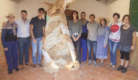 Els responsables del certamen van presentar ahir les novetats i l'escultura 'Marinada eterna', de l'artista local Alba Pérez.