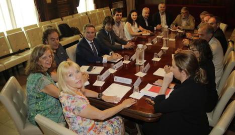 Imatge de la reunió feta ahir a la subdelegació del Govern.