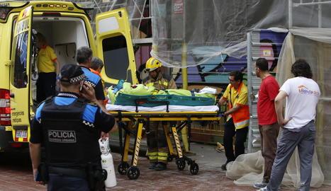 Una ambulància va traslladar el ferit a l'Arnau de Vilanova.