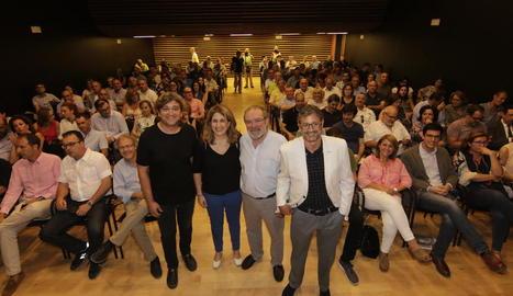 Marta Pascal i Joan Reñé, flanquejats per David Masot i Joan Carrera, ahir a l'Orfeó Lleidatà.