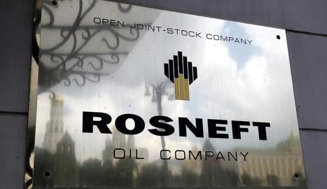 Fotografia del logo de la petrolera russa Rosneft, una de les empreses víctimes de l'atac cibernètic.