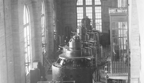 Els turbogeneradors, en una imatge del 1922.