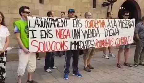 La concentració d'ahir a la plaça Paeria.