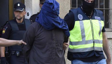 La policia trasllada un detingut a la localitat d'Inca (Mallorca).