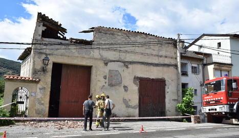 El paller del Pla de Sant Tirs on es va esfondrar part de la teulada.