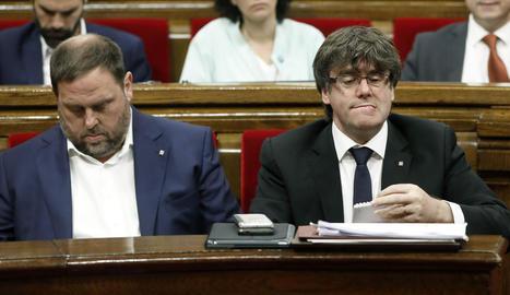 El vicepresident, Oriol Junqueras, i el president, Carles Puigdemont, ahir en la sessió de control.